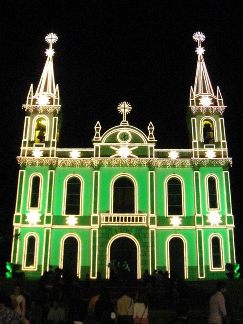 """L'église """"Divine Salvador"""" à Paredes"""