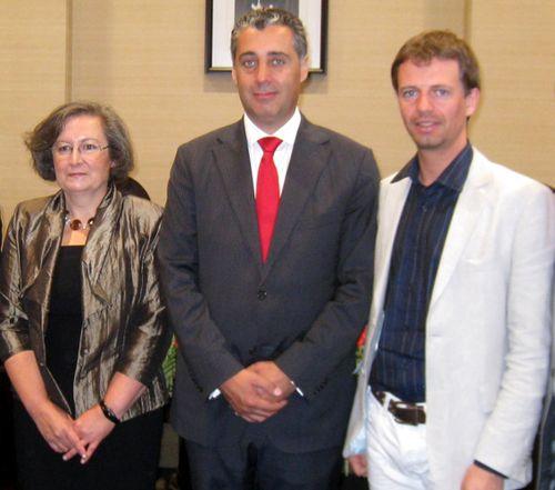 Avec des autorités portugaises
